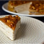 Блинный торт из бананов с йогуртом и глазурью из грецкого ореха…