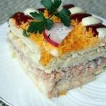 Рыбный салатик — торт с крекерами