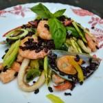 Салат из морепродуктов, с рисом нероне, заправленный тыквенным маслом…