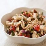 Куриный салат с обжаренными сладким перцем и поджаренным миндалем…