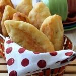Пирожки из творожного теста с курицей и сыром