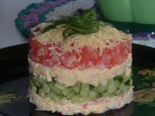 Салат слоями с помидорами и огурцами
