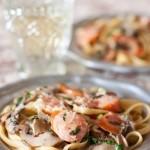 Сливочная паста с грибами и охотничьими колбасками