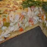 Открытый пирог с мясом и овощами.