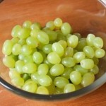 Зеленый фруктовый салат с мороженым