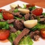 «Салат с говядиной, помидорками и яйцами»