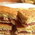 Простое печенье на кефире с вареньем.