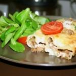 Каннеллоне с мясом и соусом бешамель