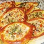 Пирожки-лодочки с грибами и сыром