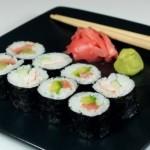 ✔  Роллы с авокадо, лососем и огурцом