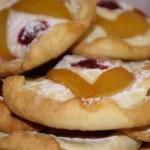 Творожное печенье-пирожное с фруктами