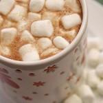 ✔  Густой горячий шоколад со взбитыми сливками и зефиром