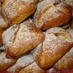 Невероятно вкусные булочки «Подушечки» с творожно-вишневой