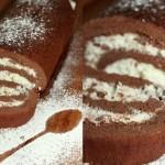 Шоколадный рулет без муки со взбитыми сливками