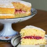 ✔  Традиционно английский бисквит «королевы Виктории» — легкий, воздушный пирог с джемом — идеален к чаю