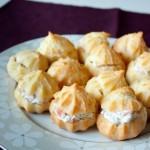 Профитроли со сливочным сыром и лососем