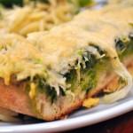 ✔  Чесночный хлеб со сливочным маслом и базиликом