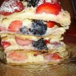 ✔     Мильфёй, тортик из слоеного теста с маскарпоне и ягодами.
