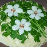 Салат с корейской морковью и грибами «Три цветка»