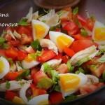 Диетический салатик с куриной грудкой, овощами и яйцом