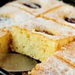 Пирог — шарлотка со сливами