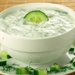 Соус из огурцов с зеленью и чесноком дзадзики