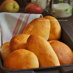 Пирожки печеные с яблочной и капустной начинкой